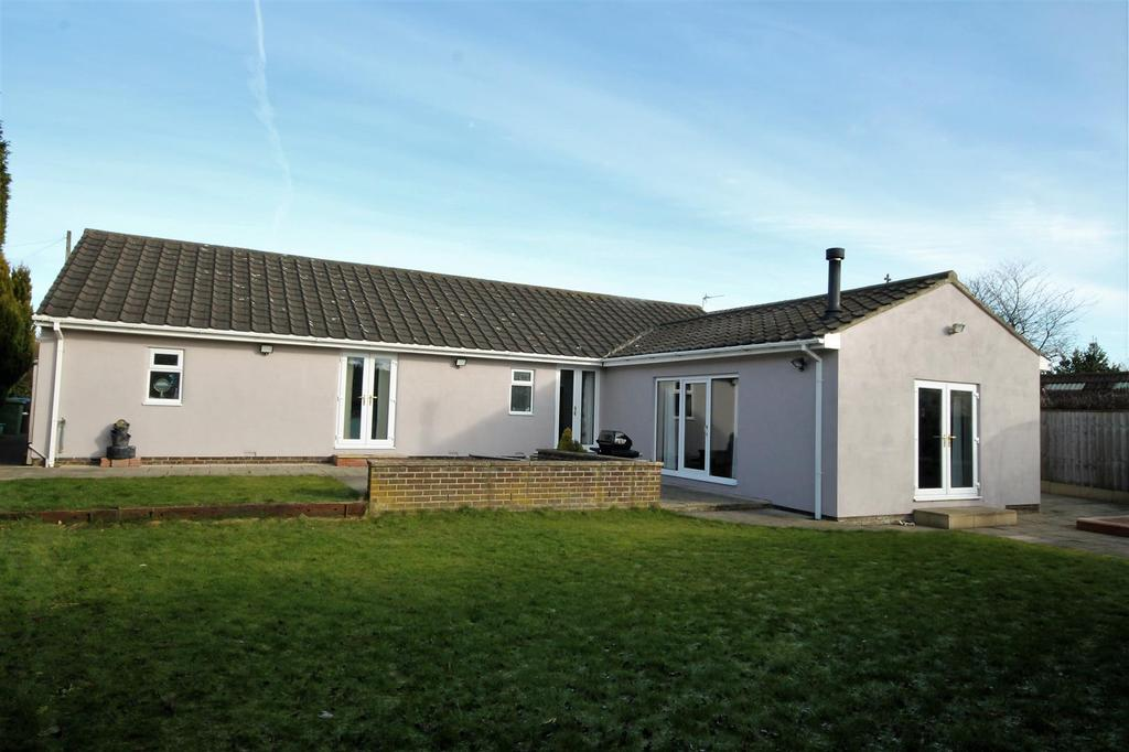 4 Bedrooms Detached Bungalow for sale in Front Street South, Trimdon