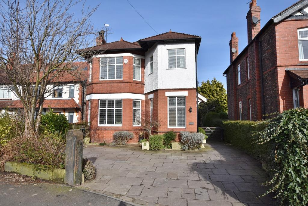 4 Bedrooms Detached House for sale in Bankhall Lane, Hale