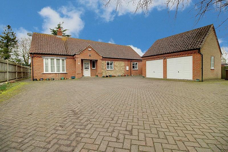 3 Bedrooms Detached Bungalow for sale in Elmham Road, Beetley, Dereham