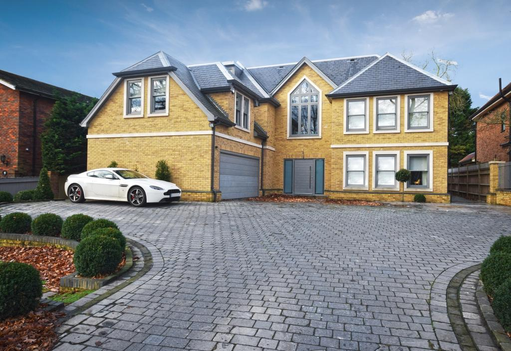 5 Bedrooms Detached House for sale in Chislehurst Road Bromley BR1