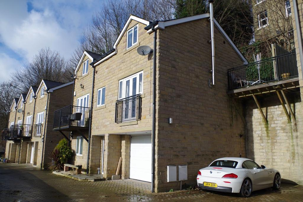 4 Bedrooms Detached House for sale in Walker Lane, Sowerby Bridge , Halifax HX6