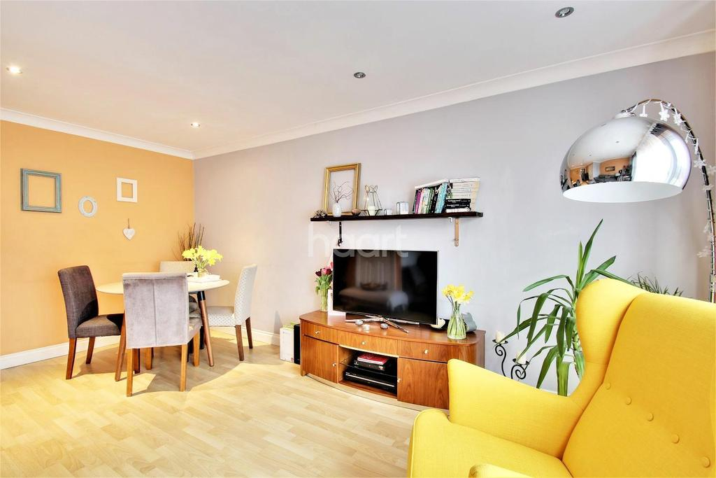 3 Bedrooms Semi Detached House for sale in Chalon Close, Wellingborough