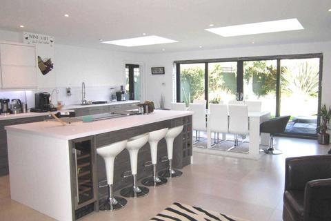 4 bedroom semi-detached house for sale - Lichfield Road, Bracebridge Heath, Lincoln, LN4 2SS