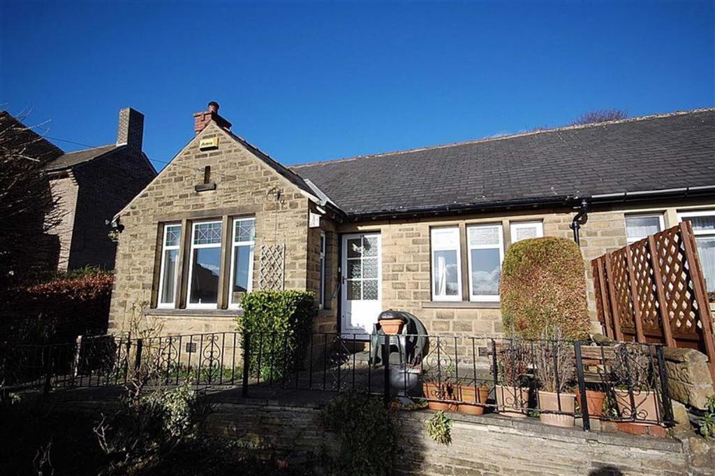 2 Bedrooms Semi Detached Bungalow for sale in Fir Road, Paddock, Huddersfield, HD1
