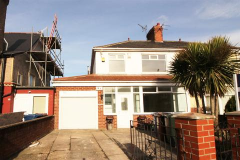 3 bedroom semi-detached house for sale - Appletree Gardens, Newcastle Upon Tyne