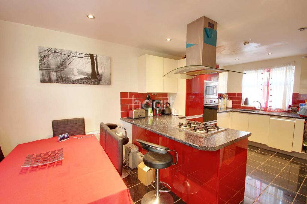 3 Bedrooms Terraced House for sale in The Sewells
