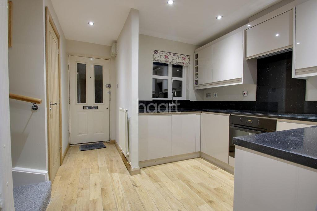 2 Bedrooms Terraced House for sale in Bodkins Close, Maidstone, Kent, ME17