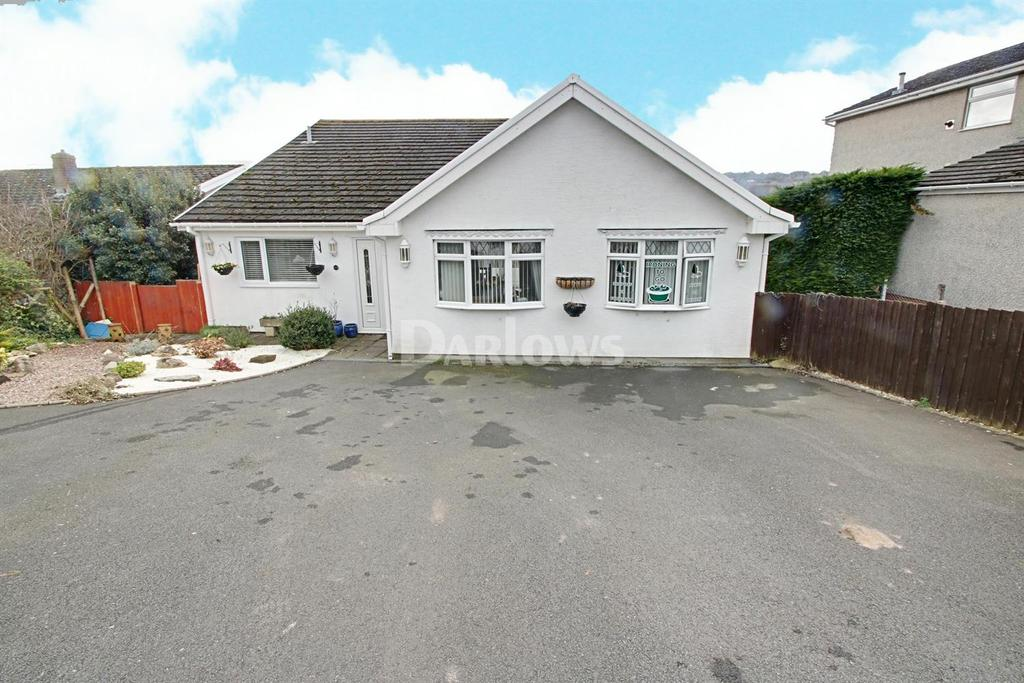 4 Bedrooms Detached House for sale in Oakfield Drive, Crickhowell, Powys