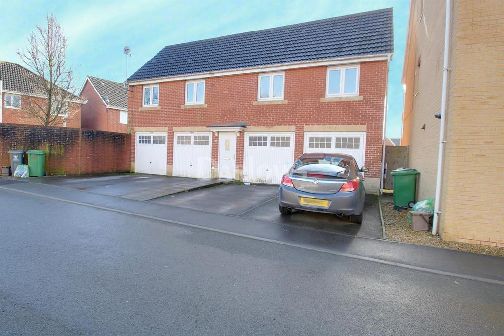 2 Bedrooms Flat for sale in Willowbrook Gardens, St Mellons, Cardiff