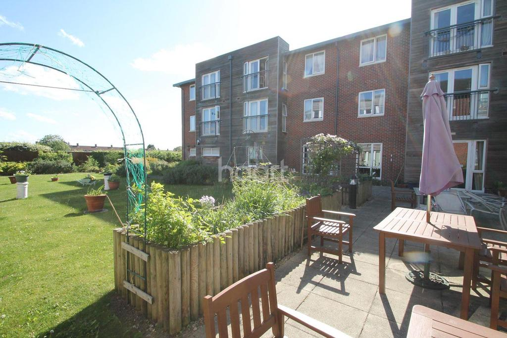 2 Bedrooms Flat for sale in The Pines