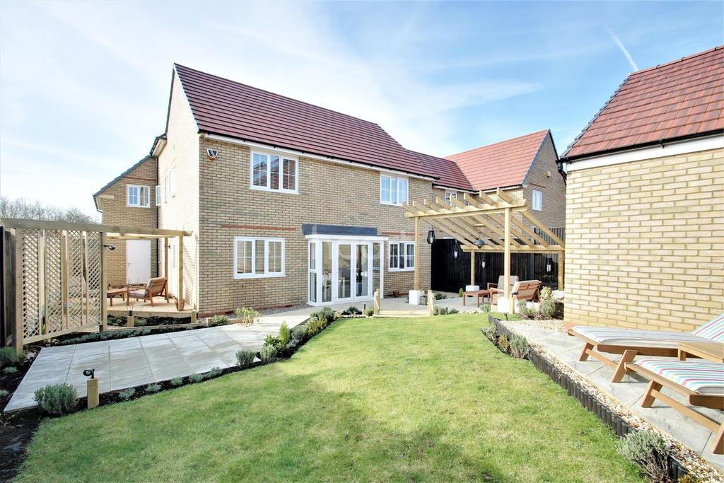 4 Bedrooms Detached House for sale in Willmott Road, Rushden