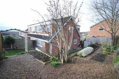 3 bedroom semi-detached house for sale - Hall Park Court, Kippax, Leeds, LS25