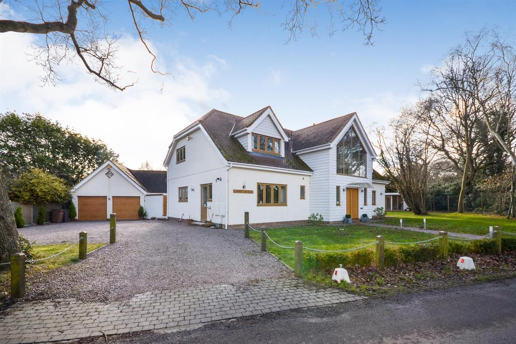 4 Bedrooms House for sale in Danbury