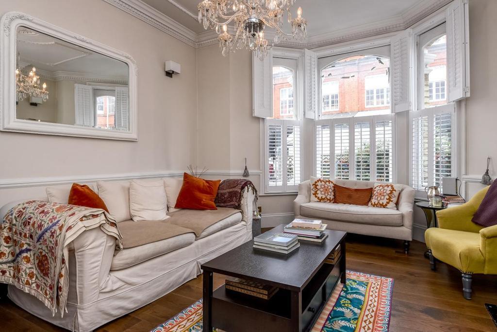 3 Bedrooms Flat for sale in Ilminster Gardens, Battersea