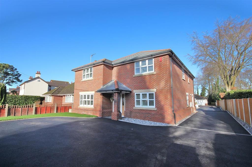 5 Bedrooms Detached House for sale in Springdale Road, Corfe Mullen, Wimborne