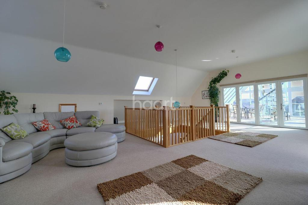 5 Bedrooms Detached House for sale in Beach Road, Kessingland