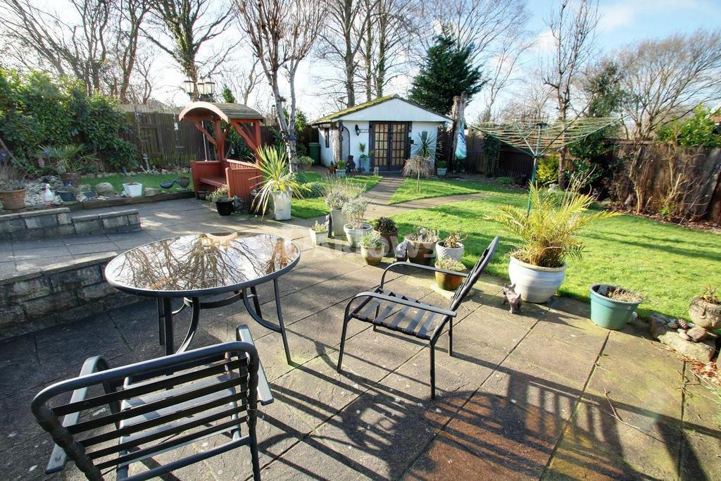3 Bedrooms Detached House for sale in Runcorn Close, Old St Mellons, Cardiff
