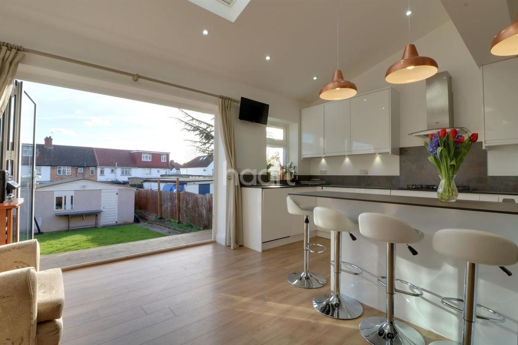 3 Bedrooms End Of Terrace House for sale in Dunster Drive, Kingsbury