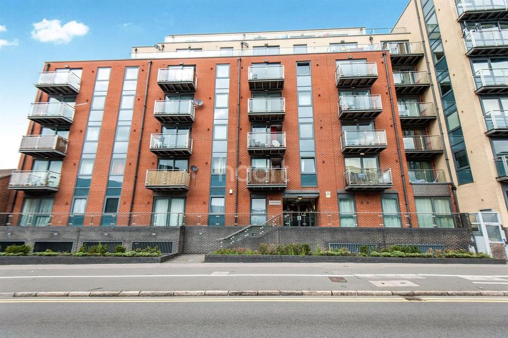 2 Bedrooms Flat for sale in Bath Road