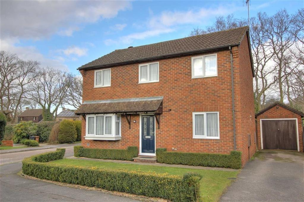4 Bedrooms Detached House for sale in Danebury Gardens, Valley Park, Chandlers Ford, Hampshire