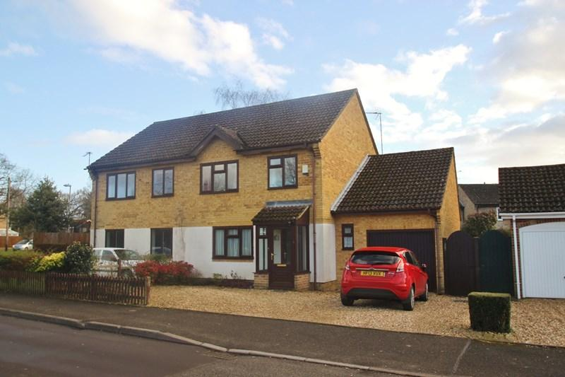 4 Bedrooms Semi Detached House for sale in The Grove, VERWOOD