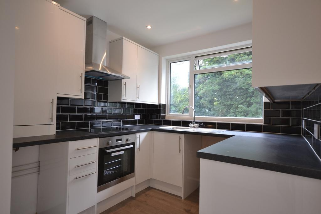 2 Bedrooms Maisonette Flat for sale in Cray Valley Road Orpington BR5