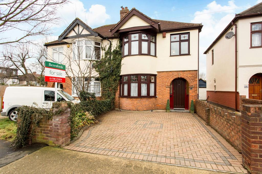 3 Bedrooms Semi Detached House for sale in Shirley Gardens, Hornchurch, Essex, RM12
