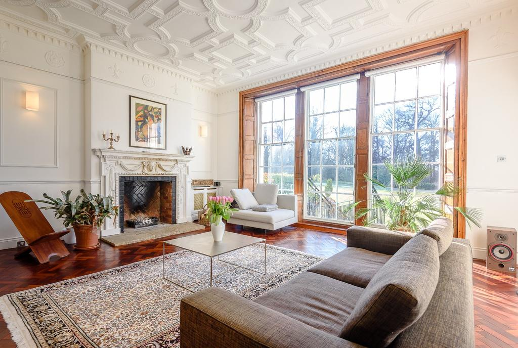 3 Bedrooms Terraced House for sale in Virginia Water
