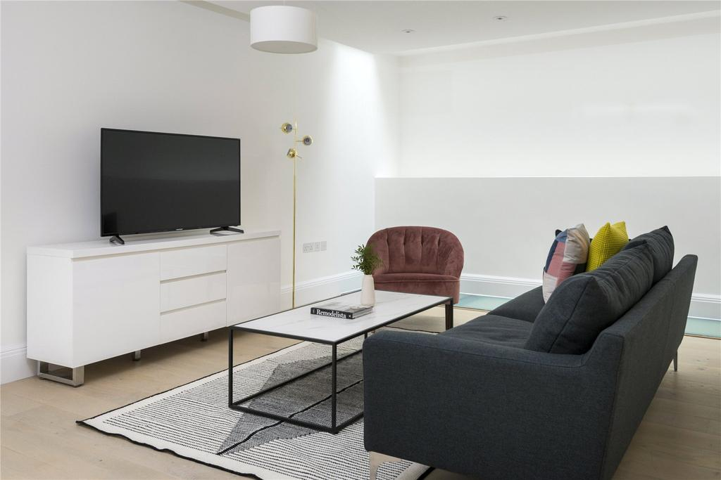 3 Bedrooms Flat for rent in Lincoln's Inn Field, Camden, London, WC2A