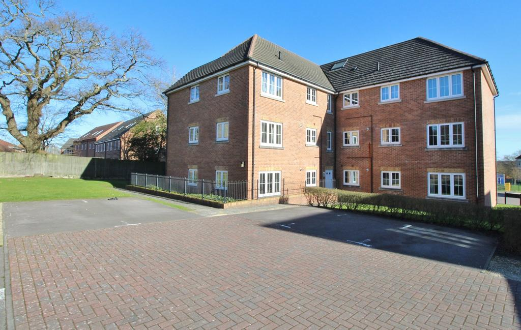 1 Bedroom Ground Flat for sale in Dumas Drive, Whiteley