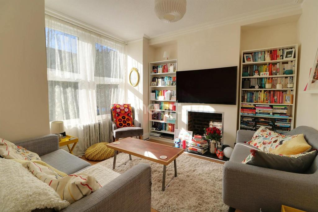 2 Bedrooms Terraced House for sale in Gordon Road, Enfield, EN2
