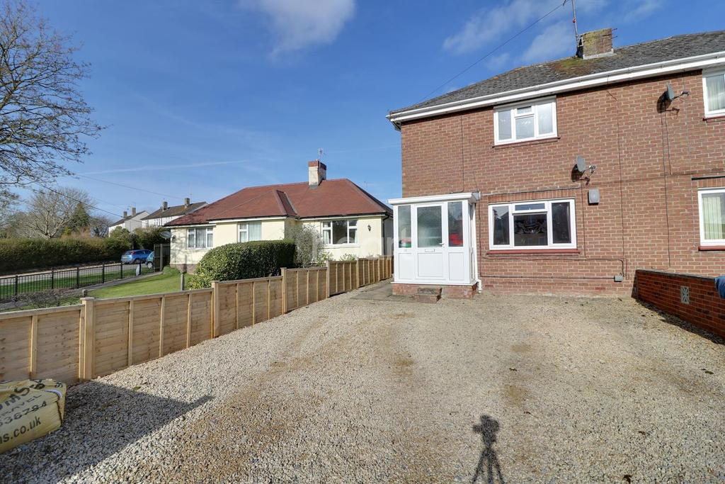 3 Bedrooms Semi Detached House for sale in Station Road, Chiseldon,Wiltshire