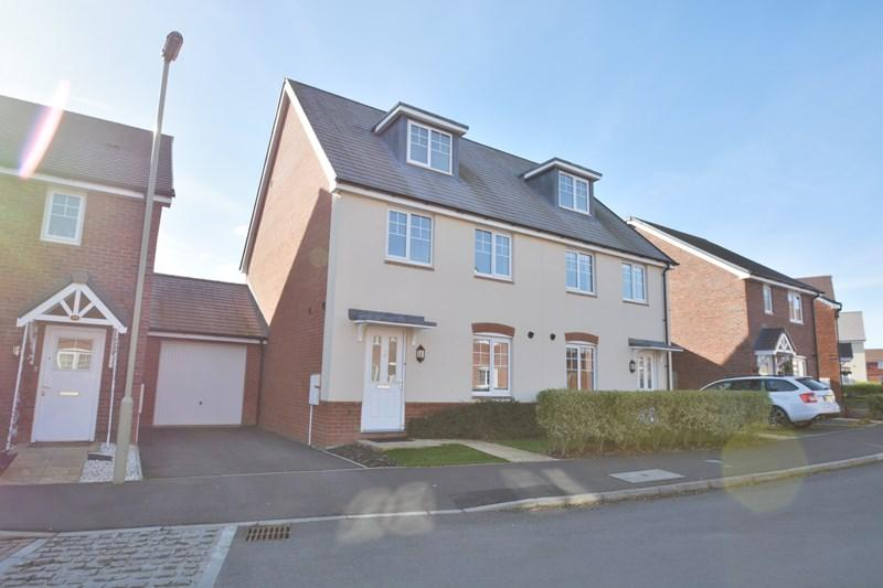 3 Bedrooms Town House for sale in Woolwich Way, Andover