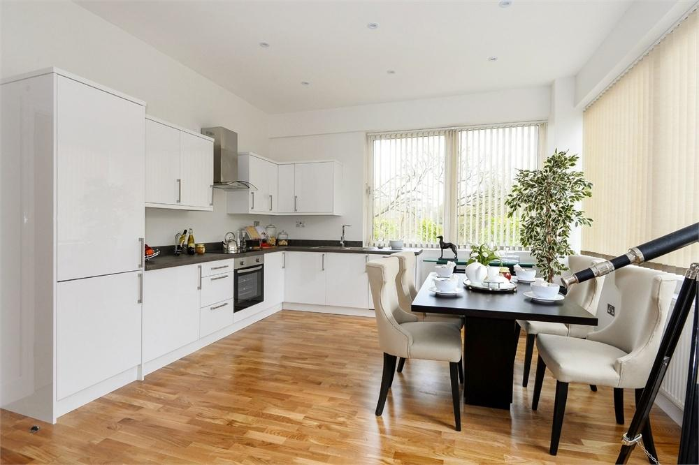 2 Bedrooms Flat for sale in South View Apartments, Cain Road, Bracknell, Berkshire