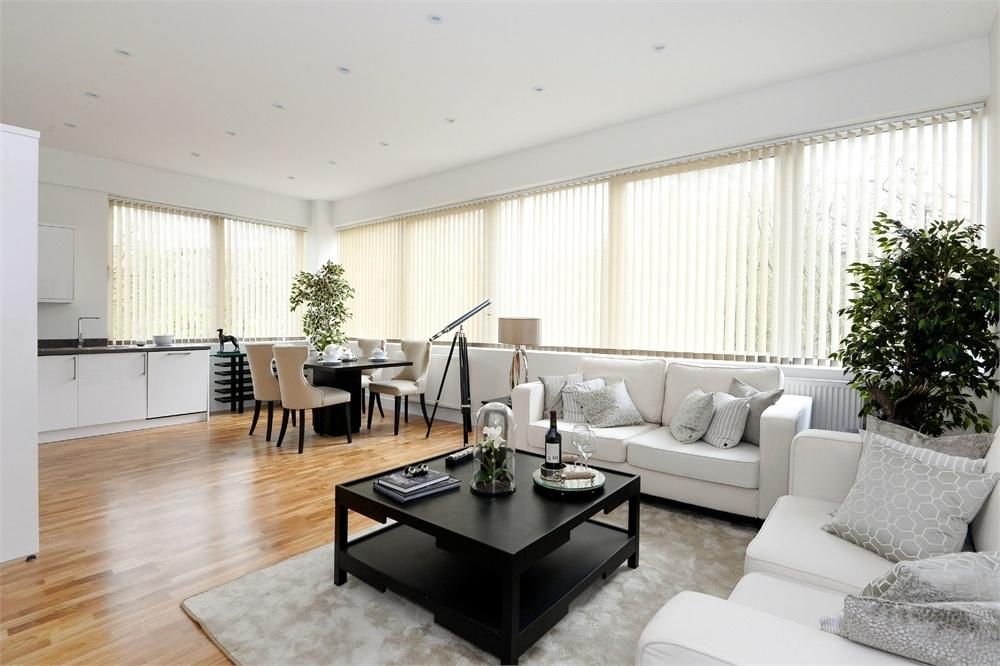 3 Bedrooms Flat for sale in South View Apartments, Cain Road, Bracknell, Berkshire