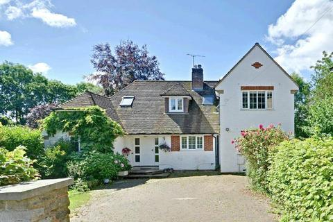 4 bedroom detached house for sale - Copthall Avenue, Hawkhurst