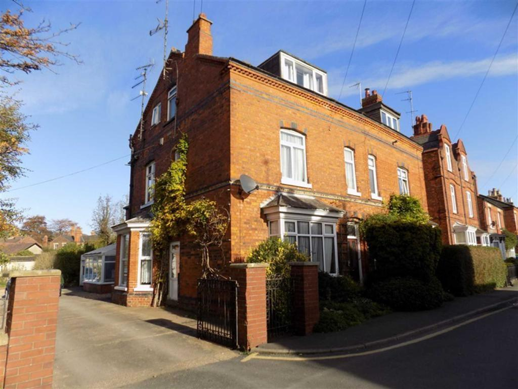 4 Bedrooms Semi Detached House for sale in Tower Street, Boston, Lincs