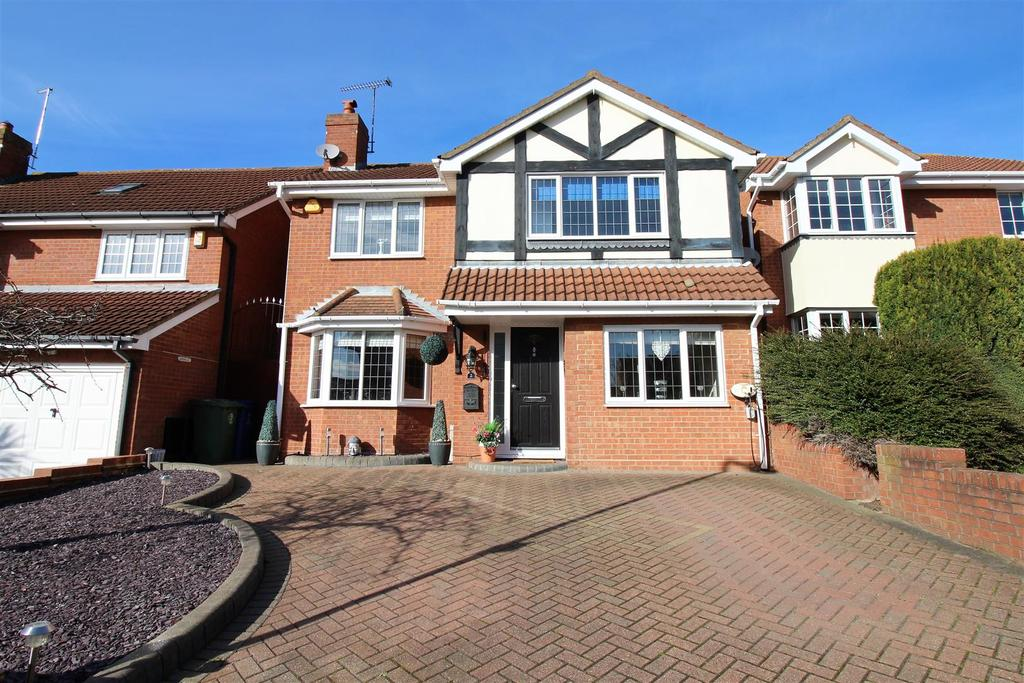 4 Bedrooms Detached House for sale in Diamond Close, Chafford Hundred, Grays