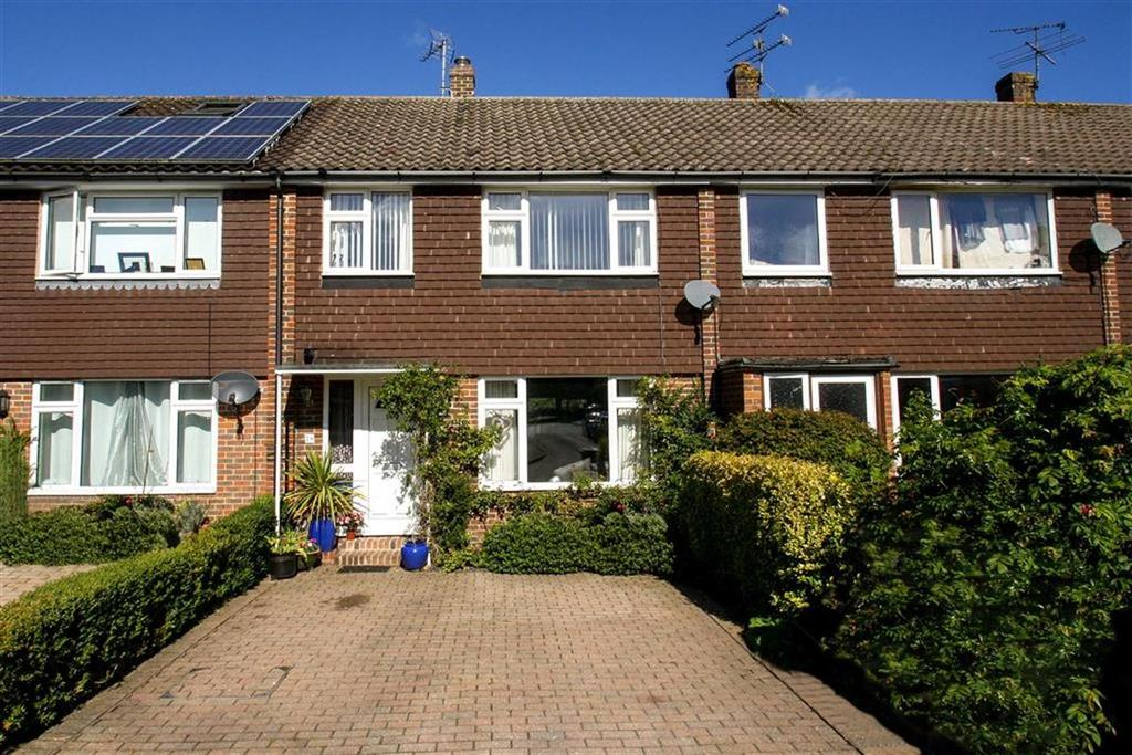 3 Bedrooms Terraced House for sale in Hazelbank Close, Liphook, Hampshire, GU30