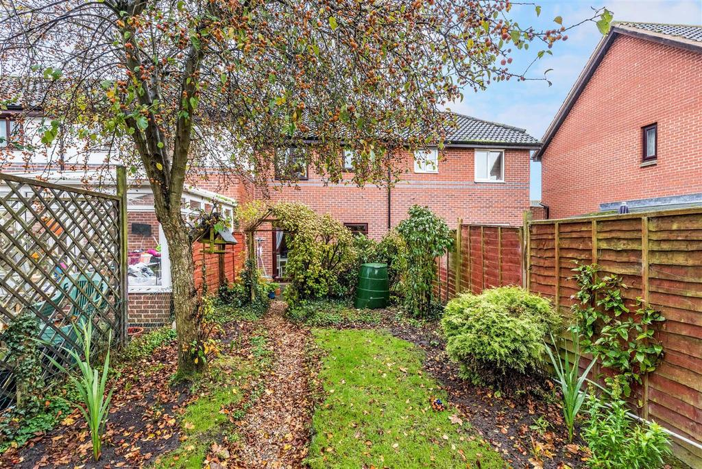 2 Bedrooms Terraced House for rent in Maple Close, Pewsey