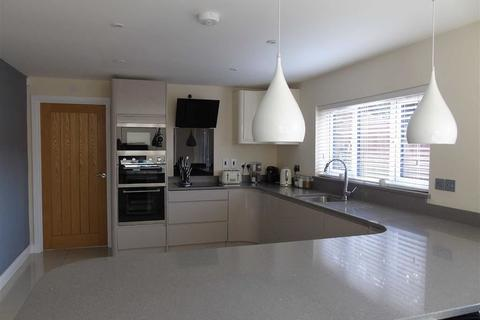 5 bedroom detached house for sale - Tawe Road, Llansamlet, Swansea