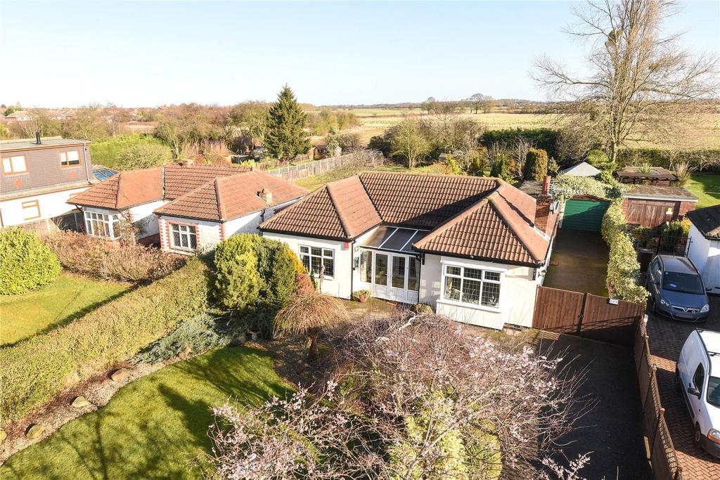 3 Bedrooms Detached Bungalow for sale in Louth Road, Scartho, DN33