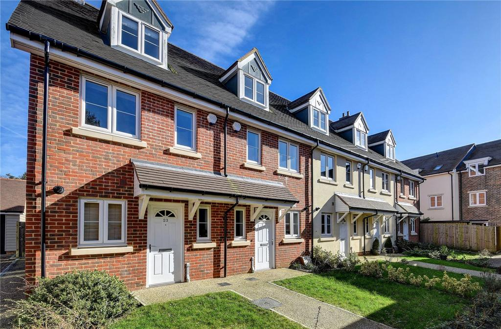 3 Bedrooms Terraced House for sale in Hunters Place, Hindhead, Surrey