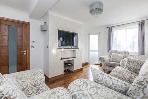 3 bedroom flat for sale - Purleigh Avenue, Woodford Green, Essex. IG8