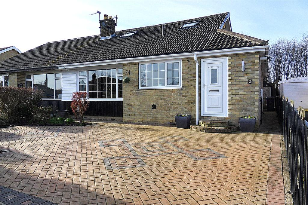 3 Bedrooms Semi Detached Bungalow for sale in Sunny Bank Parade, Mirfield, West Yorkshire, WF14