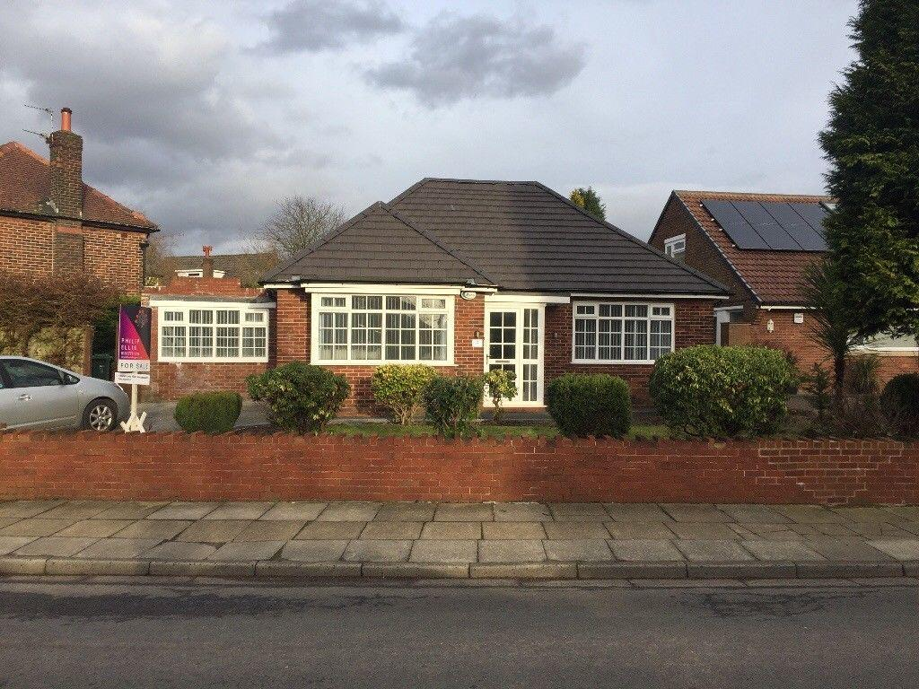 5 Bedrooms Detached Bungalow for sale in Hillingdon Road, Whitefield, Manchester M45