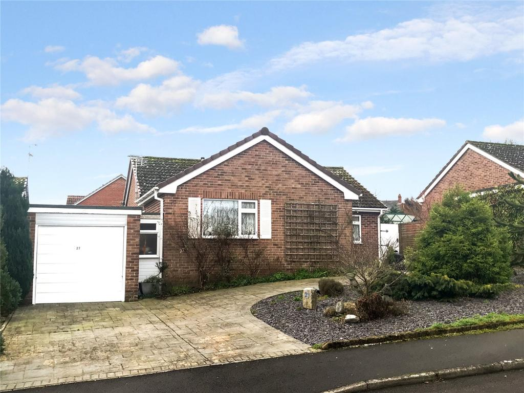 3 Bedrooms Detached Bungalow for sale in Cedar Close, Chard, Somerset, TA20