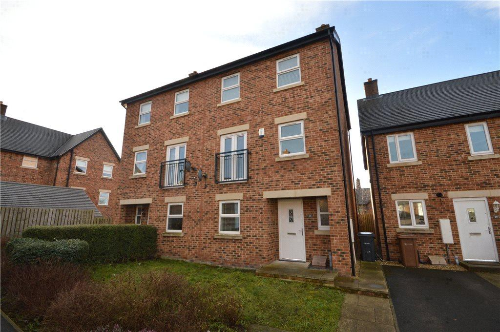 4 Bedrooms Semi Detached House for sale in Alva Close, Guiseley, Leeds, West Yorkshire