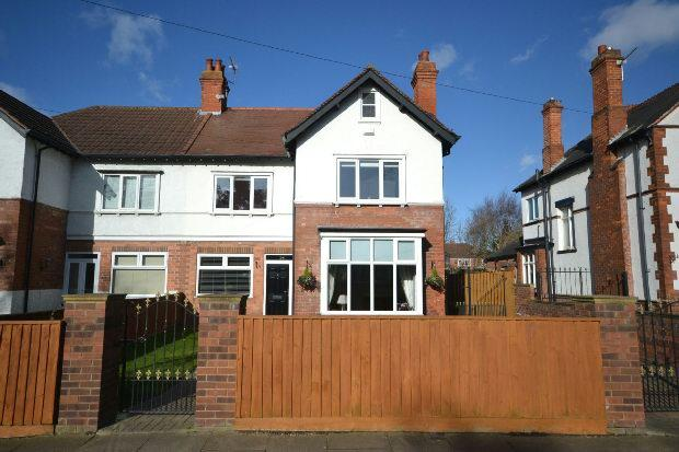 3 Bedrooms Semi Detached House for sale in Augusta Street, Grimsby