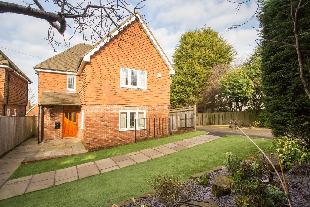 4 Bedrooms Detached House for sale in High Street, Heathfield, East Sussex, TN21 0UP